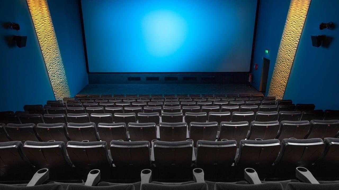 映画館のスクリーンと座席
