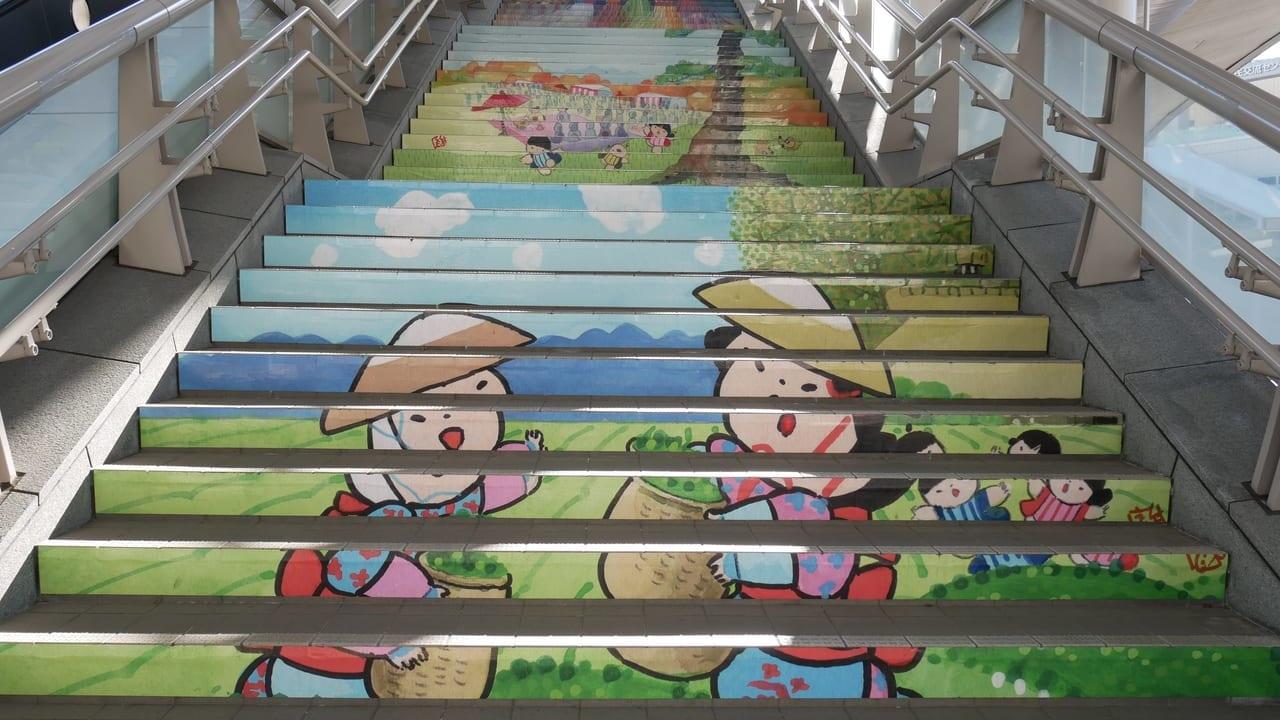 狭山市駅の階段アート「狭山茶」